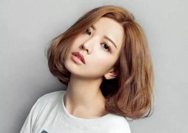 Kiểu tóc ngắn xoăn 'tân thời' giúp nàng nâng tầm nhan sắc - Ảnh 7