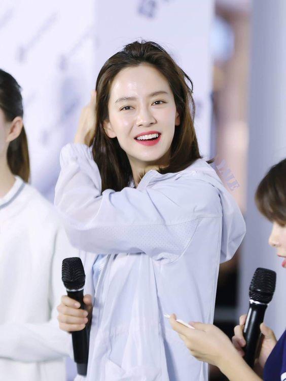 Muốn make up trong veo như idol, học ngay cách đánh nền của Song Ji Hyo - Ảnh 2