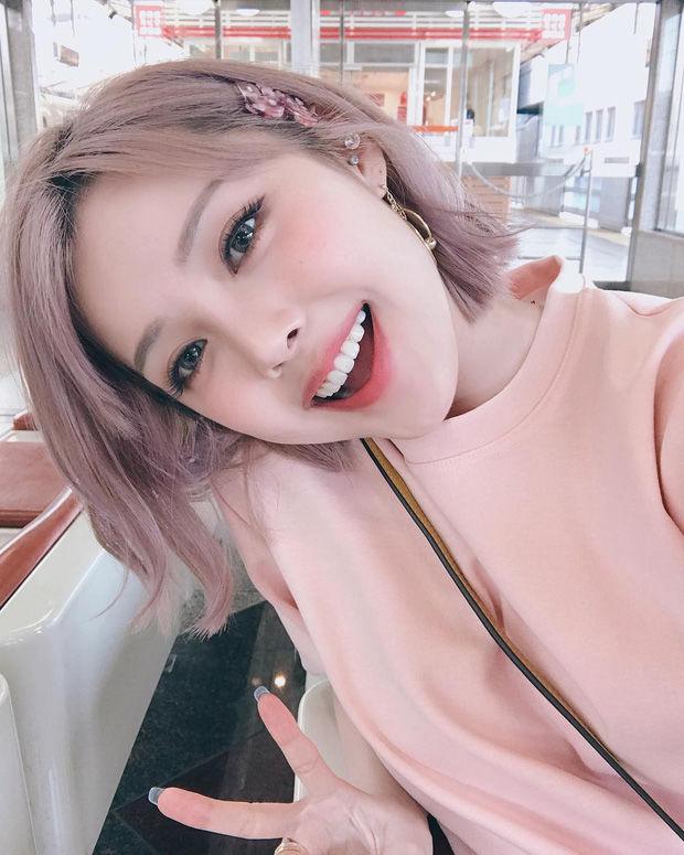 Muốn make up trong veo như idol, học ngay cách đánh nền của Song Ji Hyo - Ảnh 12