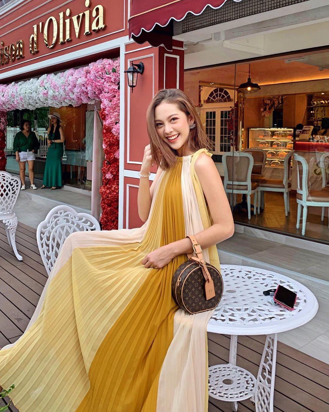 Trời vào thu mát mẻ, các quý cô Châu Á lại được dịp 'bung lụa' với loạt các thiết kế đầy màu sắc - Ảnh 1