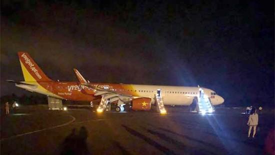 Máy bay Vietjet gặp sự cố, rơi mất 2 bánh: Đã tìm thấy chiếc lốp đầu tiên - Ảnh 2