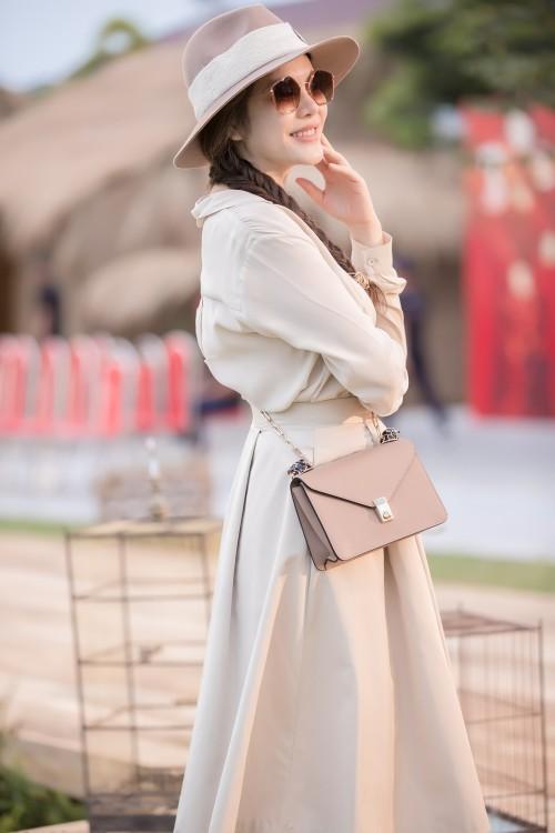 4 quy tắc ăn mặc cần nhớ khi phối đồ đi chơi lễ, phụ nữ hiện đại không nên bỏ qua - Ảnh 1