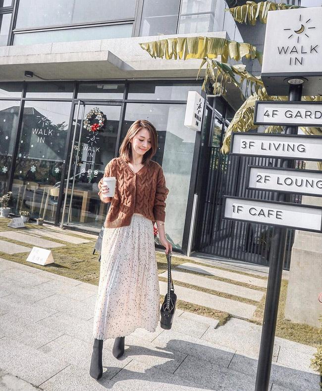Không chỉ giúp nâng trình mix đồ, street style Châu Á tuần này cực 'lãi' với cả tá gợi ý mặc đẹp cuối năm - Ảnh 11
