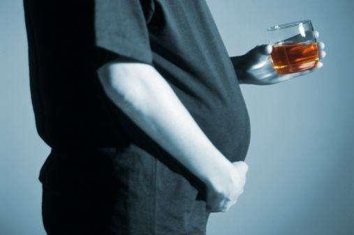 Nếu không thể tránh uống rượu thì ít nhất hãy làm 2 việc giúp gan bớt tổn thương - Ảnh 1