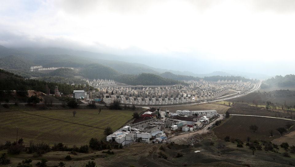 Bên trong ngôi làng biệt thự hàng nghìn tỉ đồng bị bỏ hoang - Ảnh 2
