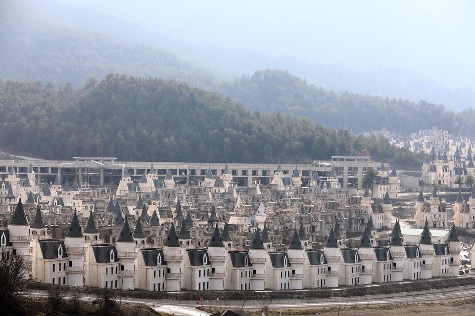 Bên trong ngôi làng biệt thự hàng nghìn tỉ đồng bị bỏ hoang - Ảnh 4