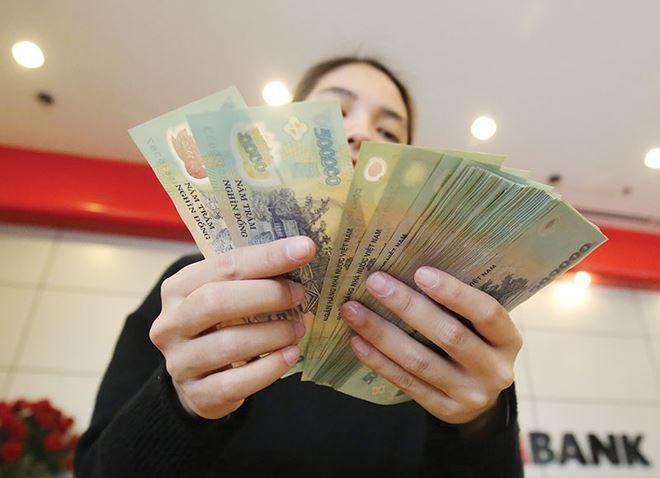 Choáng với mức thưởng Tết khủng của nhân viên ngân hàng, có người được thưởng đến 9 tháng lương - Ảnh 1