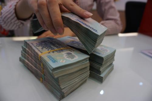 Choáng với mức thưởng Tết khủng của nhân viên ngân hàng, có người được thưởng đến 9 tháng lương - Ảnh 2