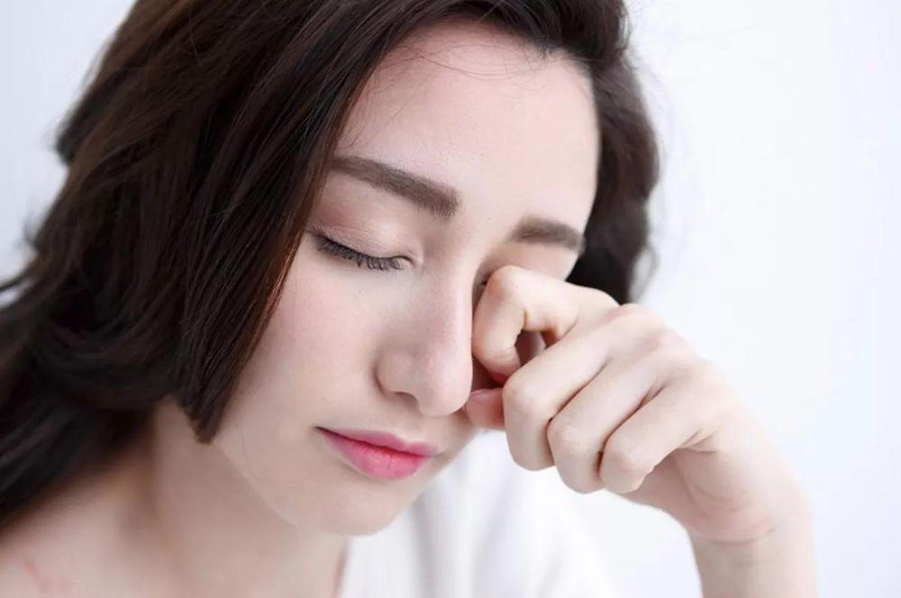 Cứ duy trì những thói quen xấu này chỉ khiến lông mi của bạn nhanh gãy rụng - Ảnh 2
