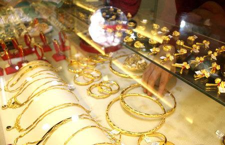 Giá vàng hôm nay 29/1: Ồ ạt mua vào, vàng giữ giá đỉnh - Ảnh 1