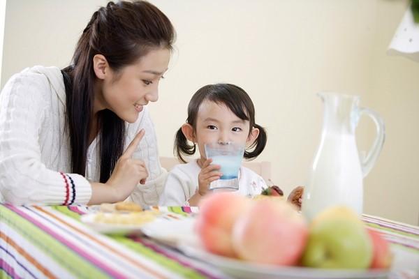 Ngày Tết bố mẹ cần đặc biệt chú ý những điều này nếu nhà có trẻ con - Ảnh 2