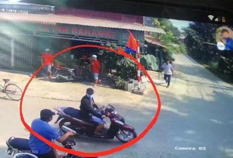Camera ghi lại hình ảnh kẻ nổ súng khiến 4 người tử vong, 1 người bị thương ở Sài Gòn - Ảnh 1
