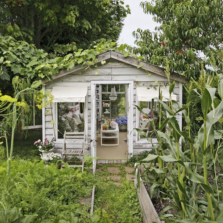 8 mẹo đơn giản thiết kế nhà kho phía sân sau thành góc thư giãn đẹp như tranh vẽ - Ảnh 1