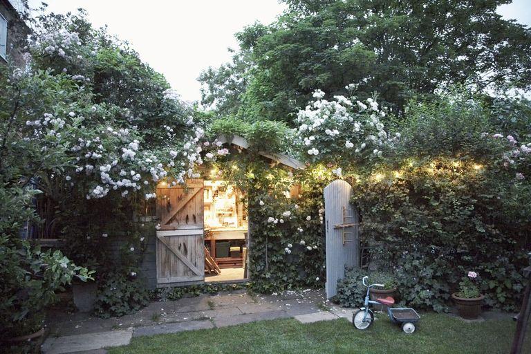 8 mẹo đơn giản thiết kế nhà kho phía sân sau thành góc thư giãn đẹp như tranh vẽ - Ảnh 10
