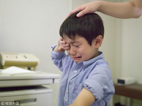 Bé trai 1 tuổi đối mặt với nguy cơ tắc ruột do tò mò, nghịch ngợm nuốt thứ này vào bụng - Ảnh 1