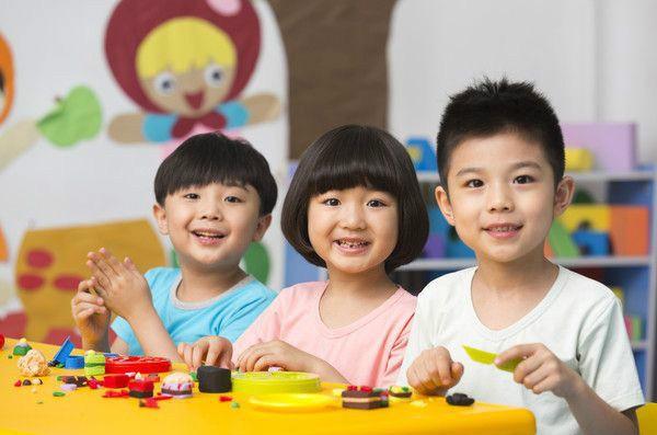 Chuyên gia chỉ ra có 3 câu không nên hỏi khi đón con từ trường mẫu giáo về, đa số bố mẹ nào cũng mắc phải - Ảnh 2