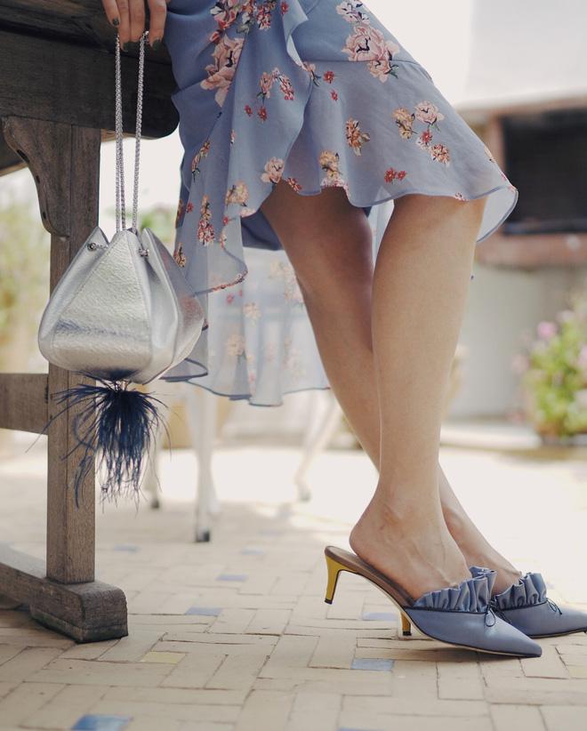 Diện váy vóc, bạn sẽ muốn mix ngay với 5 kiểu giày sau vì mặc lên quá xinh xắn và trendy - Ảnh 1