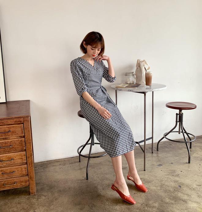 Diện váy vóc, bạn sẽ muốn mix ngay với 5 kiểu giày sau vì mặc lên quá xinh xắn và trendy - Ảnh 2