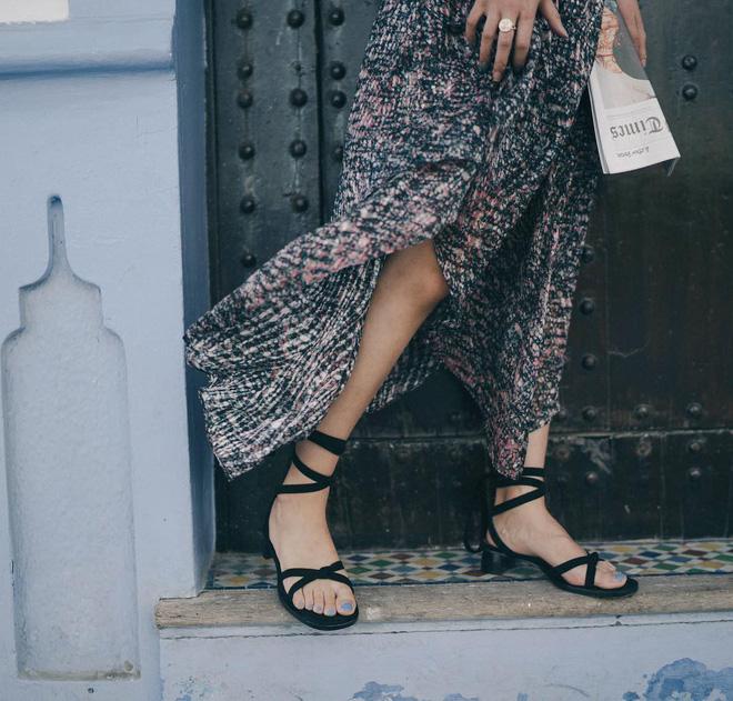 Diện váy vóc, bạn sẽ muốn mix ngay với 5 kiểu giày sau vì mặc lên quá xinh xắn và trendy - Ảnh 12