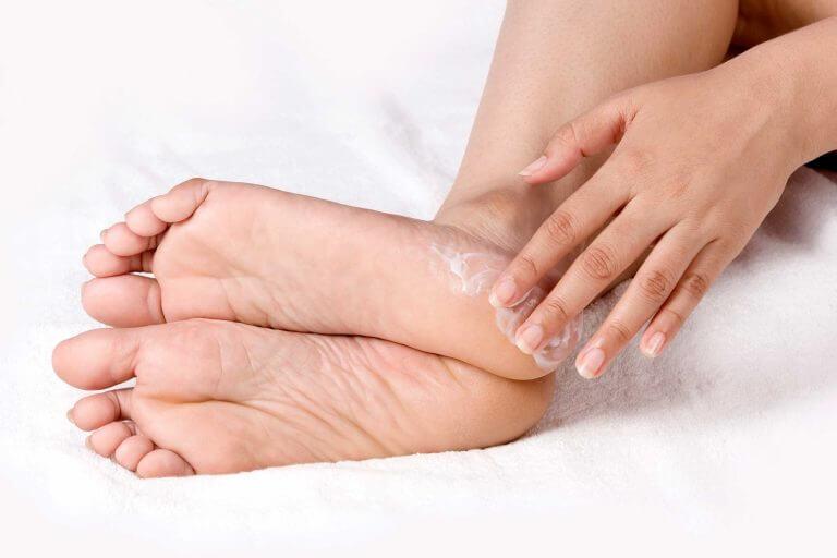 Chân nứt gót, chảy máu có thể trị dứt điểm sau 7 ngày với mẹo này - Ảnh 3