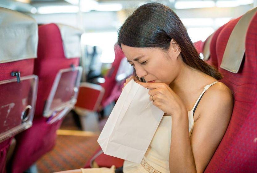 Đừng dại ăn những thực phẩm này trước khi lên xe nếu không muốn nôn thốc nôn tháo - Ảnh 1