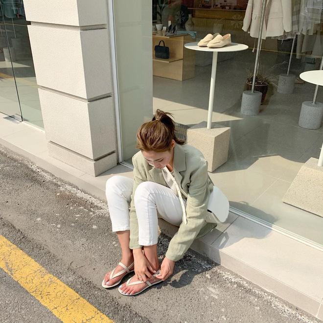 5 kiểu giày dép hè hot nhất lúc này: kiểu nào cũng mát mẻ, xinh xắn và tôn chân khiến bạn chẳng còn muốn diện sneaker - Ảnh 5