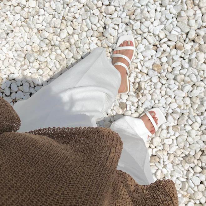 5 kiểu giày dép hè hot nhất lúc này: kiểu nào cũng mát mẻ, xinh xắn và tôn chân khiến bạn chẳng còn muốn diện sneaker - Ảnh 7