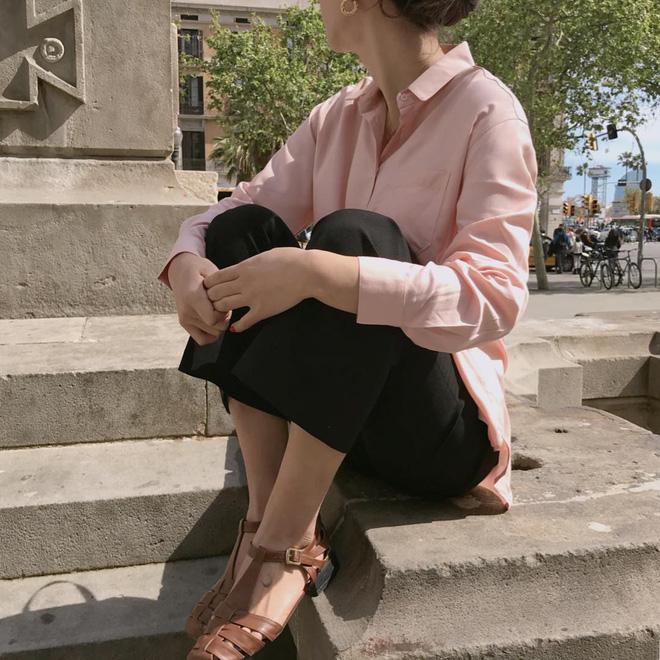5 kiểu giày dép hè hot nhất lúc này: kiểu nào cũng mát mẻ, xinh xắn và tôn chân khiến bạn chẳng còn muốn diện sneaker - Ảnh 8