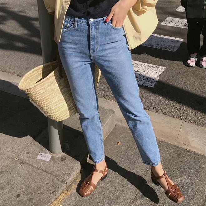 5 kiểu giày dép hè hot nhất lúc này: kiểu nào cũng mát mẻ, xinh xắn và tôn chân khiến bạn chẳng còn muốn diện sneaker - Ảnh 9