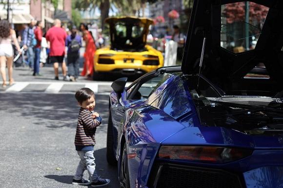 Mới hai tuổi, con trai Đan Trường đã có sở thích xa xỉ - Ảnh 1