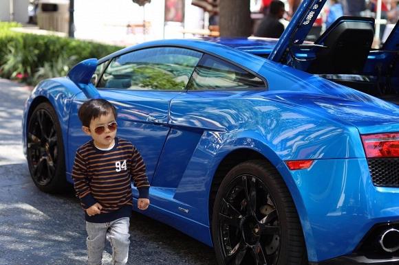Mới hai tuổi, con trai Đan Trường đã có sở thích xa xỉ - Ảnh 2