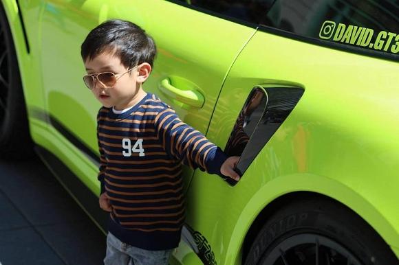 Mới hai tuổi, con trai Đan Trường đã có sở thích xa xỉ - Ảnh 9