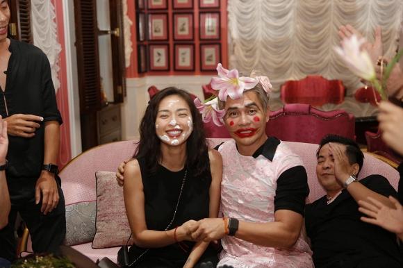 Ngô Thanh Vân lem luốc, cười thả ga trong tiệc sinh nhật tuổi 40 - Ảnh 3