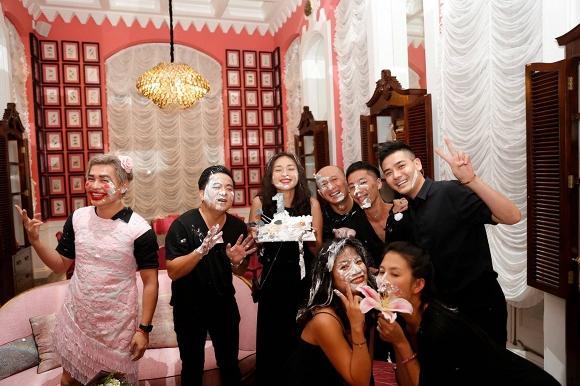 Ngô Thanh Vân lem luốc, cười thả ga trong tiệc sinh nhật tuổi 40 - Ảnh 4