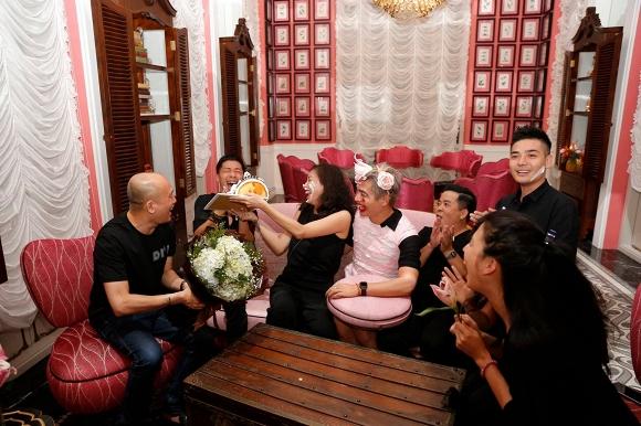 Ngô Thanh Vân lem luốc, cười thả ga trong tiệc sinh nhật tuổi 40 - Ảnh 5