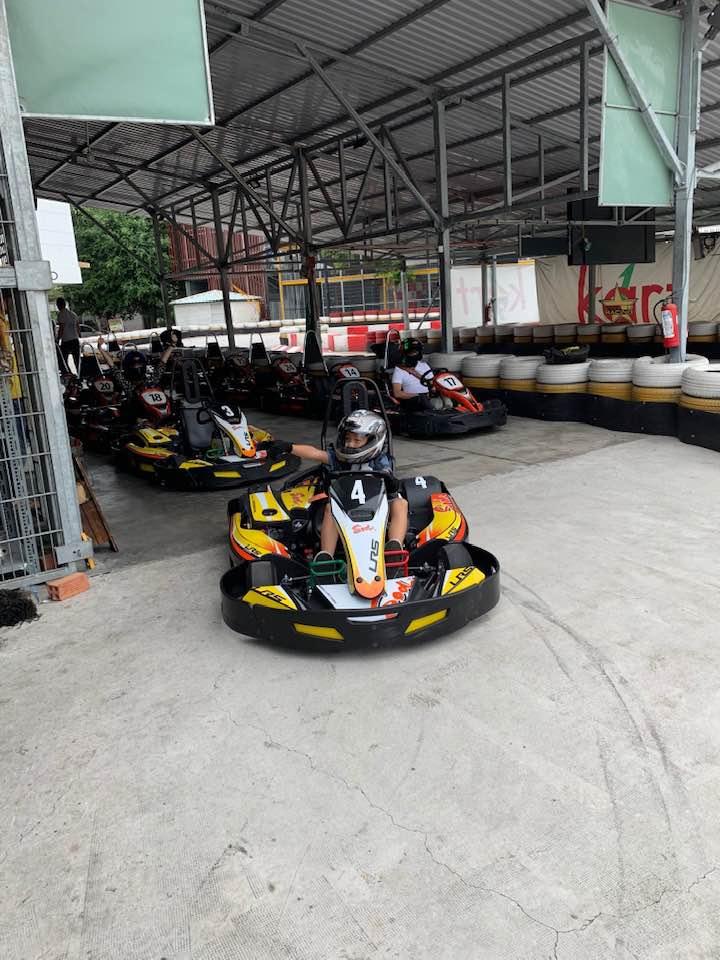 Phản ứng bất ngờ của mẹ Đàm Thu Trang khi Cường Đô la đưa Subeo và con gái cùng đi đua xe - Ảnh 1