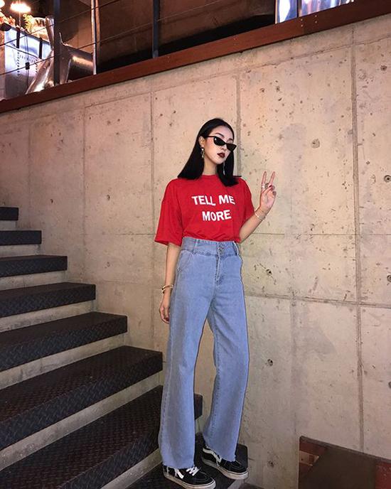 Phối đồ mùa hè với quần jeans ống suông - Ảnh 1
