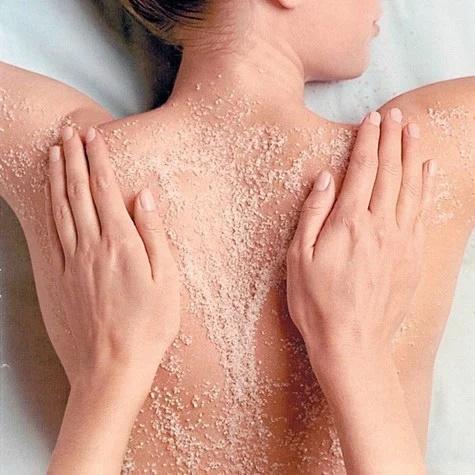 5 cách làm đẹp với muối, da trắng mịn, mụn lưng sạch bách - Ảnh 2
