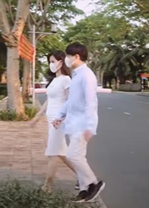 Vừa thông báo mang thai, Đông Nhi đã lộ bụng bầu tròn xoe ở tháng thứ 3 thai kỳ - Ảnh 3