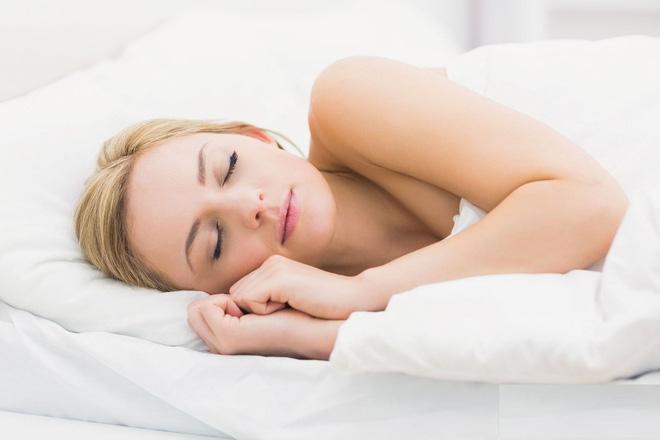 Bí quyết về 2 chiếc gối trên giường ngủ: Ai muốn ngủ ngon sâu giấc thì nên tham khảo - Ảnh 2