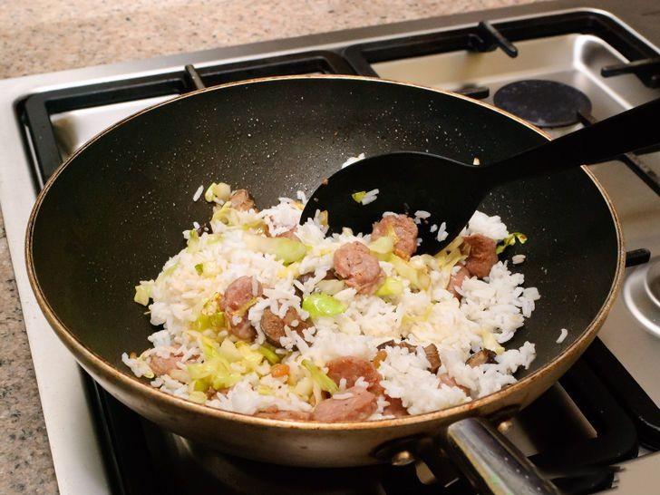 Cho con ăn 5 thực phẩm này trước khi đi ngủ sẽ khiến cả thể chất và não bộ của trẻ bị ảnh hưởng - Ảnh 1