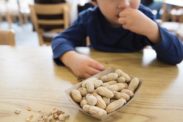 Cho con ăn 5 thực phẩm này trước khi đi ngủ sẽ khiến cả thể chất và não bộ của trẻ bị ảnh hưởng - Ảnh 2