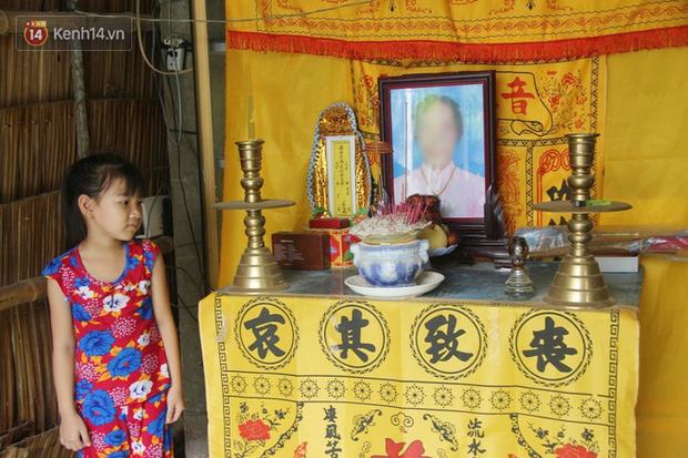 Bố mất được 2 năm thì mẹ qua đời, đứa trẻ 7 tuổi côi cút bên bàn thờ đợi anh chị đi làm thuê kiếm tiền về trả nợ - Ảnh 12
