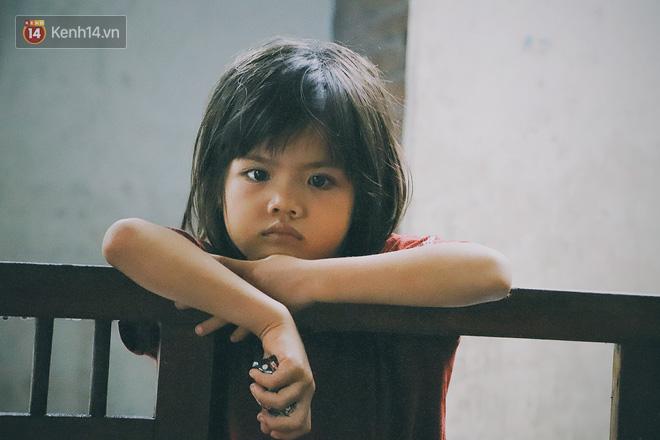 5 đứa trẻ đói ăn bên người mẹ khờ mang bụng bầu 7 tháng: 'Con không muốn mẹ sinh em nữa, nhà con nghèo lắm rồi' - Ảnh 5