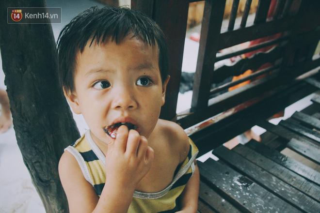 5 đứa trẻ đói ăn bên người mẹ khờ mang bụng bầu 7 tháng: 'Con không muốn mẹ sinh em nữa, nhà con nghèo lắm rồi' - Ảnh 6