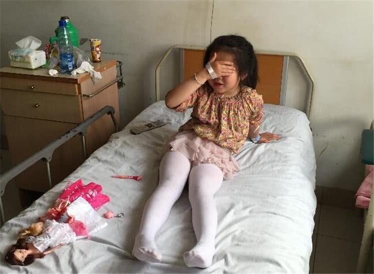 """""""Con gái rượu"""" 6 tuổi bị chảy máu vùng kín bất thường, mẹ nghĩ con bị xâm hại nhưng khi nghe bác sĩ nói nguyên nhân thì hối hận không kịp - Ảnh 3"""