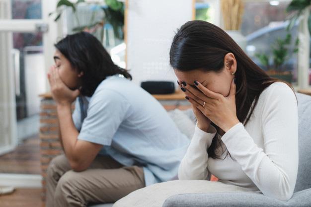Đêm trước ngày ra tòa làm thủ tục ly hôn, vợ bỗng xuất hiện trước cửa nhà tôi với đôi mắt đỏ hoe và bật khóc thì thào lời xin lỗi - Ảnh 1