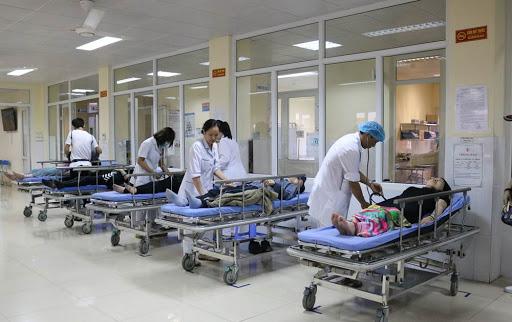 Huế: Hàng chục người nhập viện cấp cứu sau khi dự tiệc cưới, nghi ngộ độc tiết canh cua - Ảnh 1