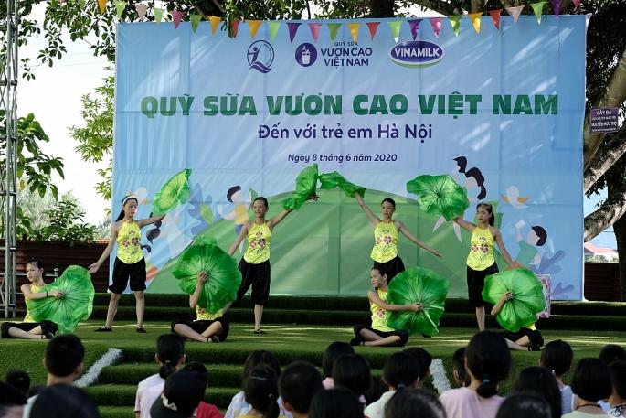Vinamilk mang niềm vui uống sữa đến với trẻ em Hà Nội thông qua Quỹ sữa Vươn cao Việt Nam - Ảnh 3