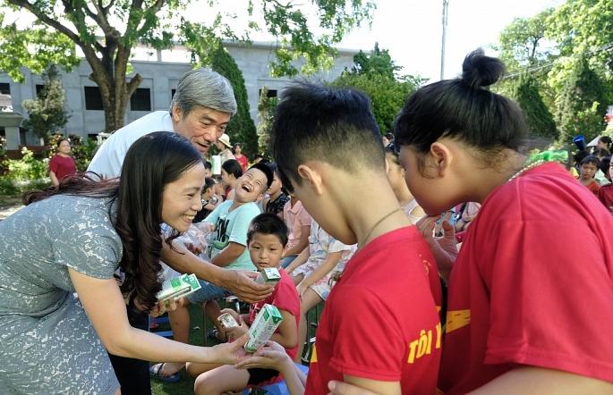 Vinamilk mang niềm vui uống sữa đến với trẻ em Hà Nội thông qua Quỹ sữa Vươn cao Việt Nam - Ảnh 4